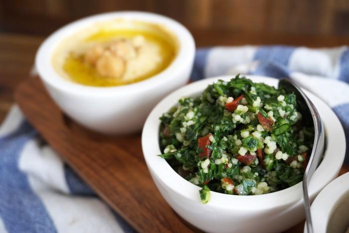 Hummus und Tabbouleh - Kischererbsenmus und Petersiliensalat